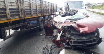 Arnavutköy'de kaza: Önce otomobile ardından billboarda çarptı