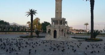 İzmir'de cadde ve meydanlar boş kaldı