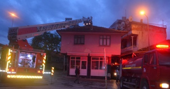Kula'da boş iş yerinde yangın