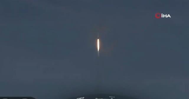 SpaceX'ın Crew Dragon uzay aracını fırtatış anı