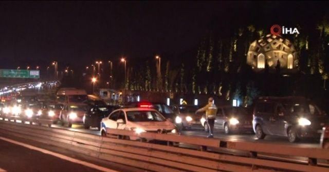 Sokağa çıkma kısıtlaması sonrası 15 Temmuz Şehitler Köprüsü'nde trafik yoğunluğu