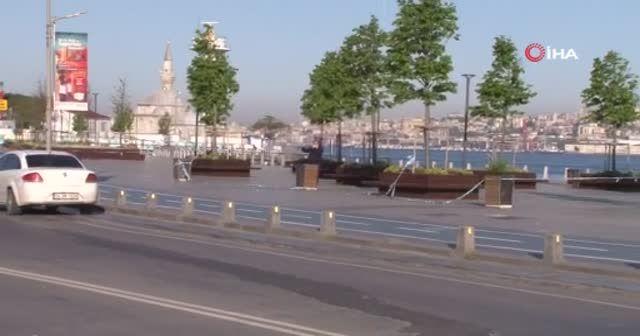 Sokağa çıkma kısıtlamasıyla Üsküdar Meydanı boş kaldı