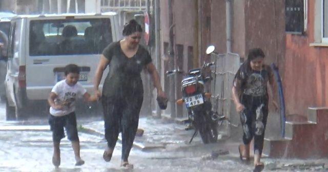 3 dakikalık sağanak yağışa hazırlıksız yakalandılar