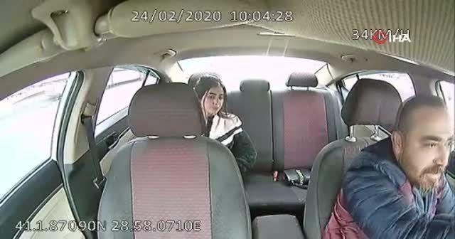 İstanbul'da taksici dehşeti kamerada! Yumruk attı, boğazını sıktı