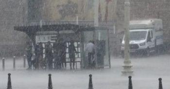 Meteoroloji uyardı: İstanbul'da şiddetli yağmur etkili oluyor