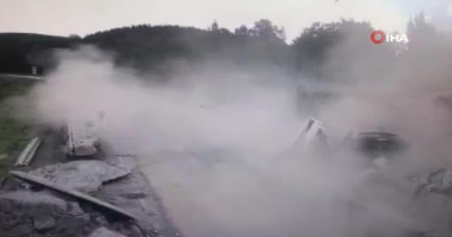 Rusya'da feci kaza! Kamyon 4 aracı kağıt gibi ezdi