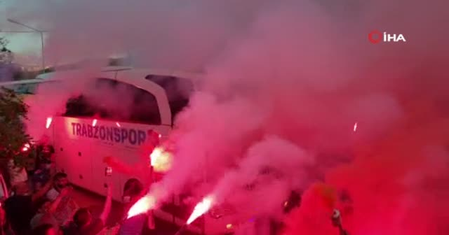 Trabzonspor taraftarından coşkulu uğurlama