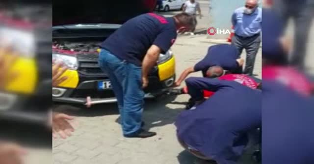 Bingöl'de bir ticari taksinin motoruna yılan girdi