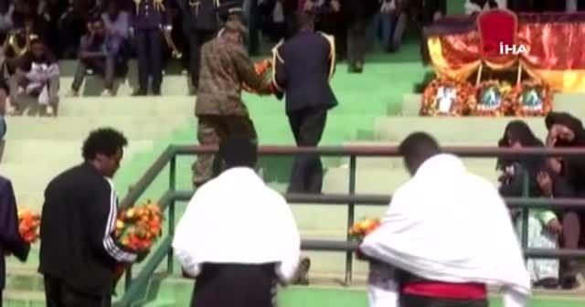 Etiyopya'da öldürülen şarkıcı Hundessa için cenaze töreni düzenlendi