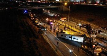 Kocaeli TEM Otoyolunda otobüs devrildi: 1 ölü, 17 yaralı