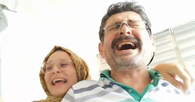 Baba ve kızının üniversite sevinci