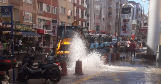 Cadde sular altında kaldı