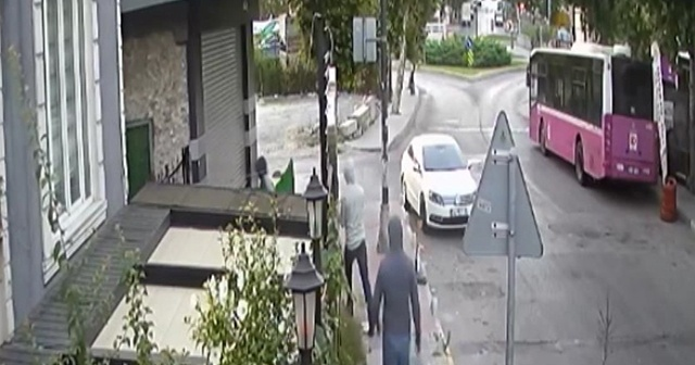 Hırsızlar kaçtı, bekçi kovaladı