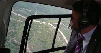 Bakan Pakdemirli, Menderes'teki yangın bölgesini havadan inceledi