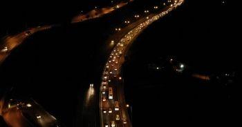 Kocaeli TEM Otoyolu'nda bayram trafiği sürüyor