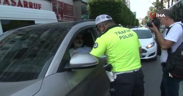 Polisin korona virüs uyarısına 'Acele gitmemiz lazım' yanıtını verdi