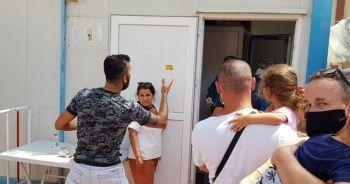 Test kuyruğunda vatandaşlar hem birbirleriyle hemde görevlilerle tartıştı