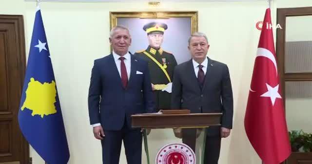 Bakan Akar, Kosova Savunma Bakanı Quni ile bir araya geldi