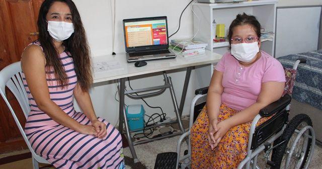 Engelli Ayşe, fedakar öğretmeni sayesinde uzaktan eğitim sevinci yaşıyor
