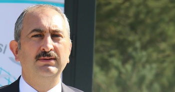 """Adalet Bakanı Gül: """"Kimsenin mahkemeleri etkilemeye hakkı ve yetkisi yoktur"""""""