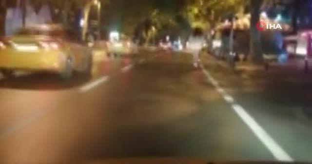 Bağdat Caddesinde genç kızların scooter ile trafikte tehlikeli yolculuğu