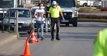 Ehliyetsiz sürücü polisi görünce kaçmaya çalıştı