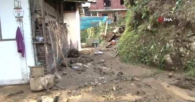 Rize'de şiddetli yağış sellere neden oldu