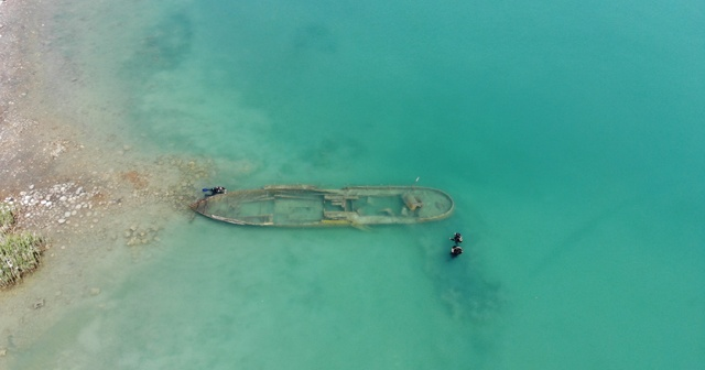 Van Gölü'nde bir batık gemi daha gün yüzüne çıkartıldı