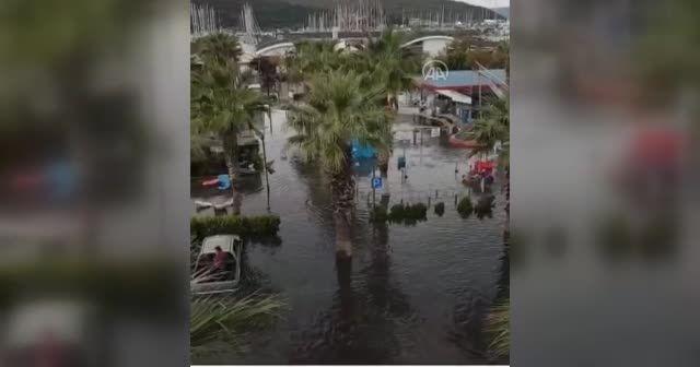Deprem sonrası Sığacık ve Akarca mahallelerinin sahil kesimi su altında kaldı