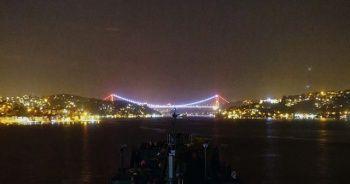 Gemilerin İstanbul Boğazı'nda masalsı yolculuğu