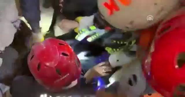 İşte Buse'nin enkazdan kurtarılma anları