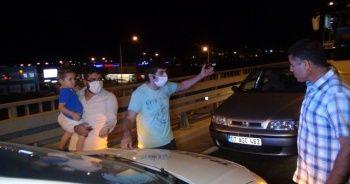 Tur otobüsü sorumlusu, rapor tutan sürücünün üzerine yürüdü