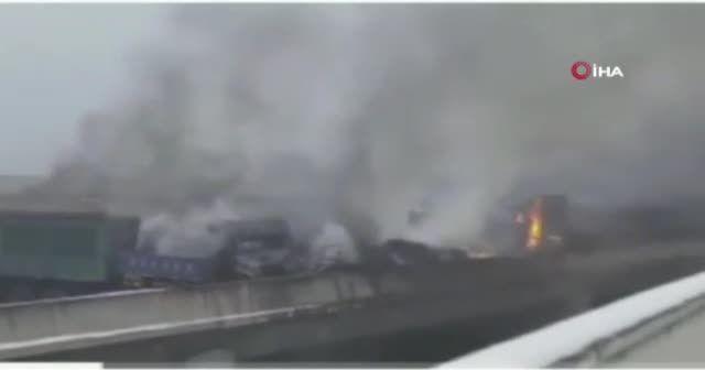 Çin'de 43 aracın karıştığı trafik kazasında 3 kişi öldü