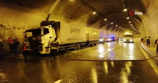 Tırın alev aldığı Bolu Dağı tüneli İstanbul istikameti ulaşıma kapatıldı