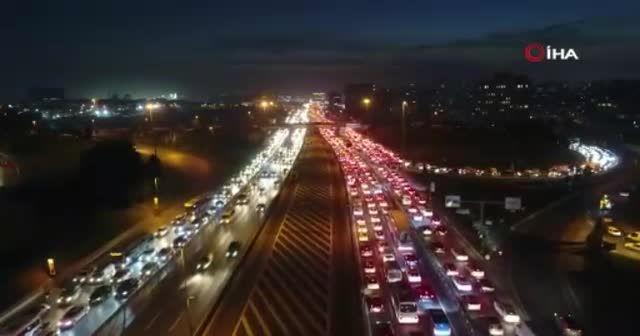 Kısıtlamaya saatler kala İstanbul'da trafik durma noktasında
