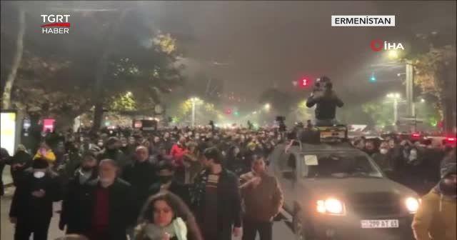 Paşinyan karşıtları sokaklara döküldü