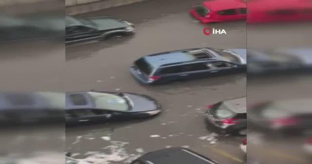 Şiddetli yağmur sonrası onlarca araç suya gömüldü