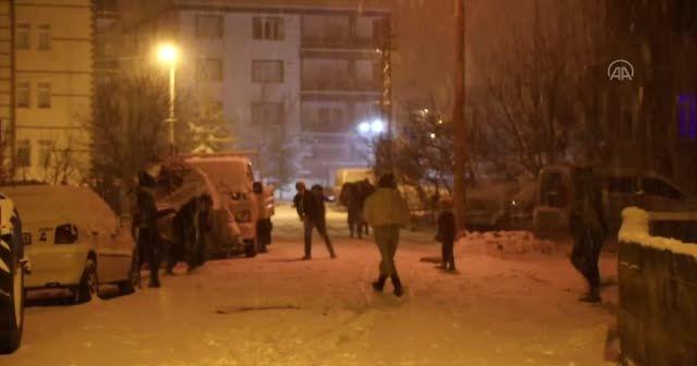 Başkentte çocukların kar sevinci