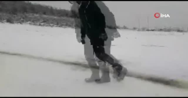 Kar keyfini çocuklar çıkardı