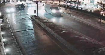 """İstanbul'un göbeğinde feci """"makas"""" kazası"""