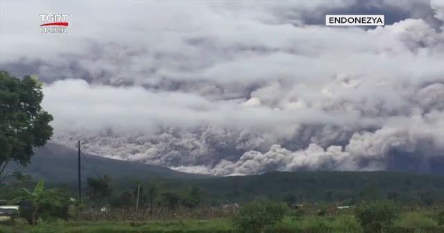Merapi lav püskürtmeye devam ediyor