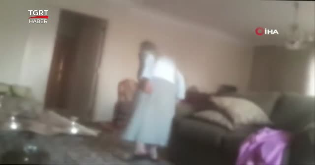 Yaşlı kadına bakıcı şiddeti kamerada