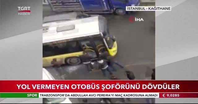 Yol vermeyen otobüs şoförünü dövdüler