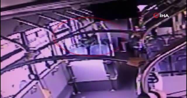 Metrobüste unutulan çantayı teslim etmek yerine alan şahıs gözaltına alındı