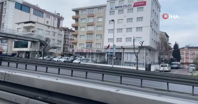 Sokağa çıkma kısıtlamasına rağmen Avcılar'da şaşırtan trafik