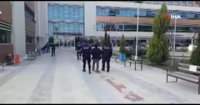 İzmir'de polisin bulduğu 17 yaşındaki kız ailesine teslim edildi