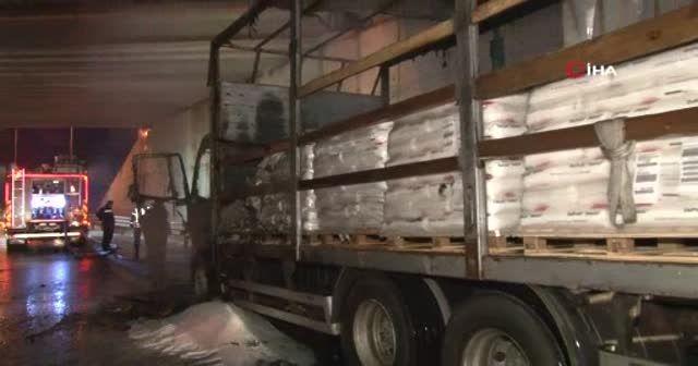 Kimyasal yüklü kamyon alev alev yandı