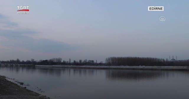 Nehre düştü, akıntıda sürüklendi