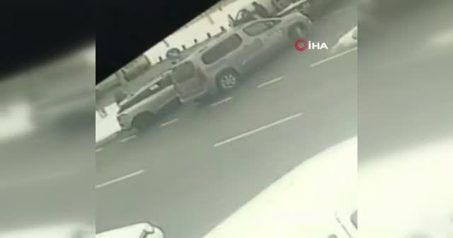 Trafikteki tartışmayı fırsat bilen hırsız, araçtan telefon çaldı