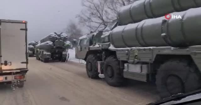 Moskova'da S-400 taşıyan araçlar kaza yaptı